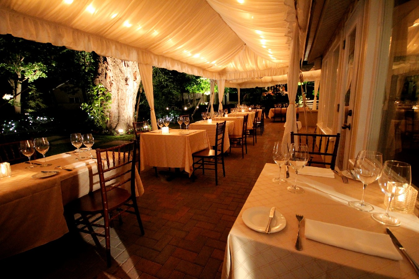 Avlyn Gardens Restaurant
